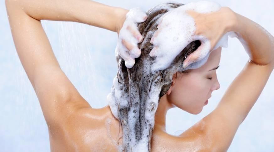 Shampoo esfolianti e micropeeling per il trattamento della cute secca, forfora e dermatite seborroica