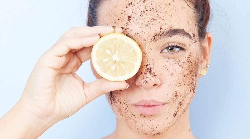Esfolianti viso, lozioni a uso quotidiano e peeling ad uso settimanale.